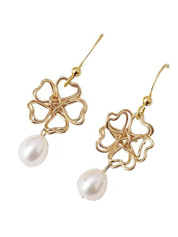 Graceful Pearl Hot Sale Earrings With Flower For Ladies
