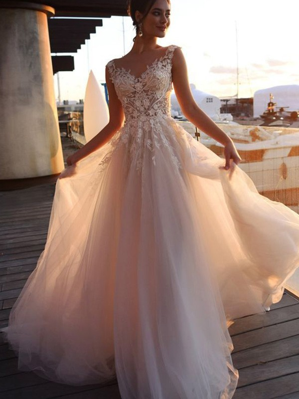 A-Line/Princess Tulle Applique Sweep/Brush Train Bateau Short Sleeves Wedding Dresses