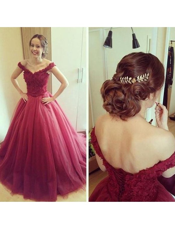 Ball Gown Off-the-Shoulder Sleeveless Court Train Tulle Dresses With Applique